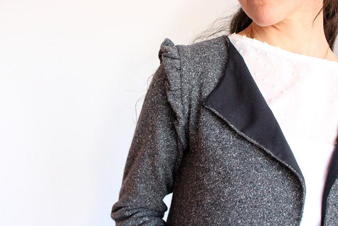 detalle del volante de la chaqueta en el hombro