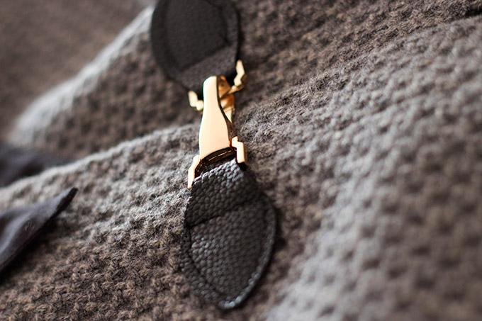 mosquetón abrigo capa
