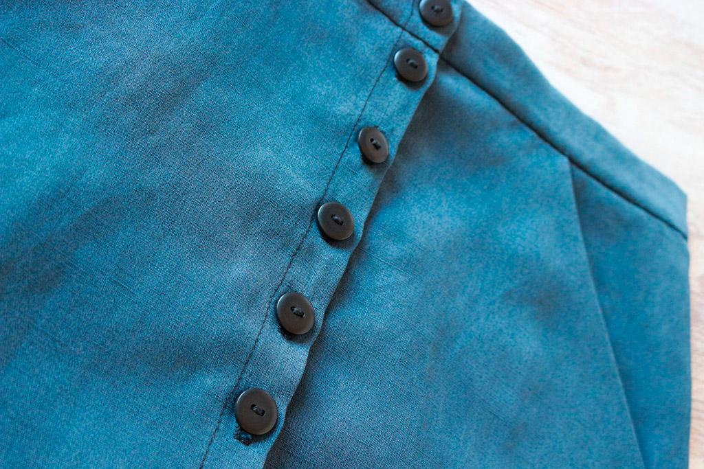 falda bolsillos y botones